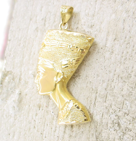 Gold nefertiti pendant egyptian queen nefertiti bust jewelry mozeypictures Choice Image